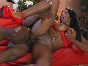 Ebony mit geilen Titten von Neger gefickt