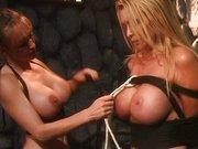 Geile Girls erregen sich mit Fesselspielen