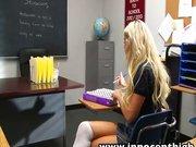 Teeny Schlampe im Klassenzimmer vögeln