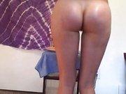 Amateur Luder tanzt vor der Webcam