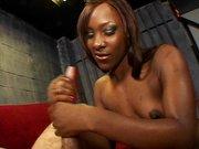 Ebony Girl bei der Wichsarbeit